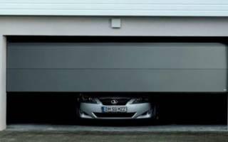 Секционные ворота в гараж или другие конструкция: что выбрать для дома
