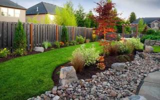 Озеленение двора частного дома своими руками: основные приемы и готовые решения