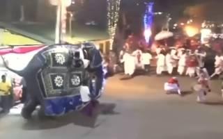 В национальном празднике на Шри-Ланке издеваются над слонами