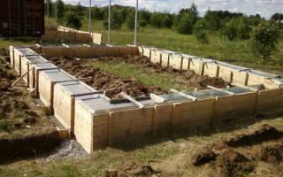 Как построить баню из бруса, как заложить фундамент бани. Видео