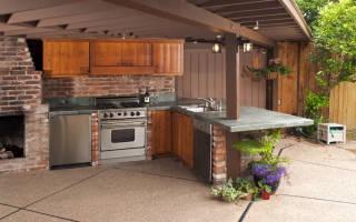 Как построить открытую летнюю кухню своими руками?