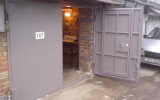Как сделать ворота для гаража своими руками. Видео